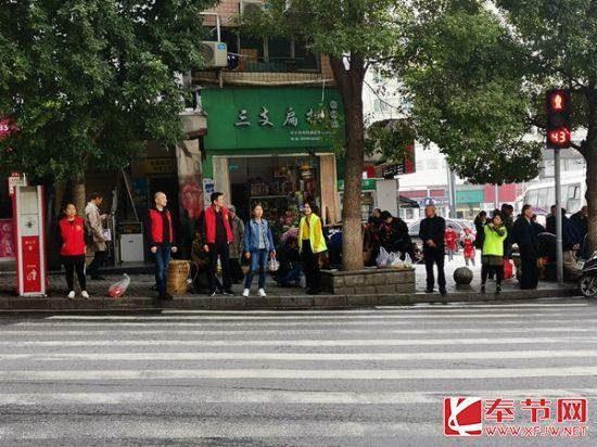 重庆奉节永安街道志愿服务 党员先行 全力构建和谐社区