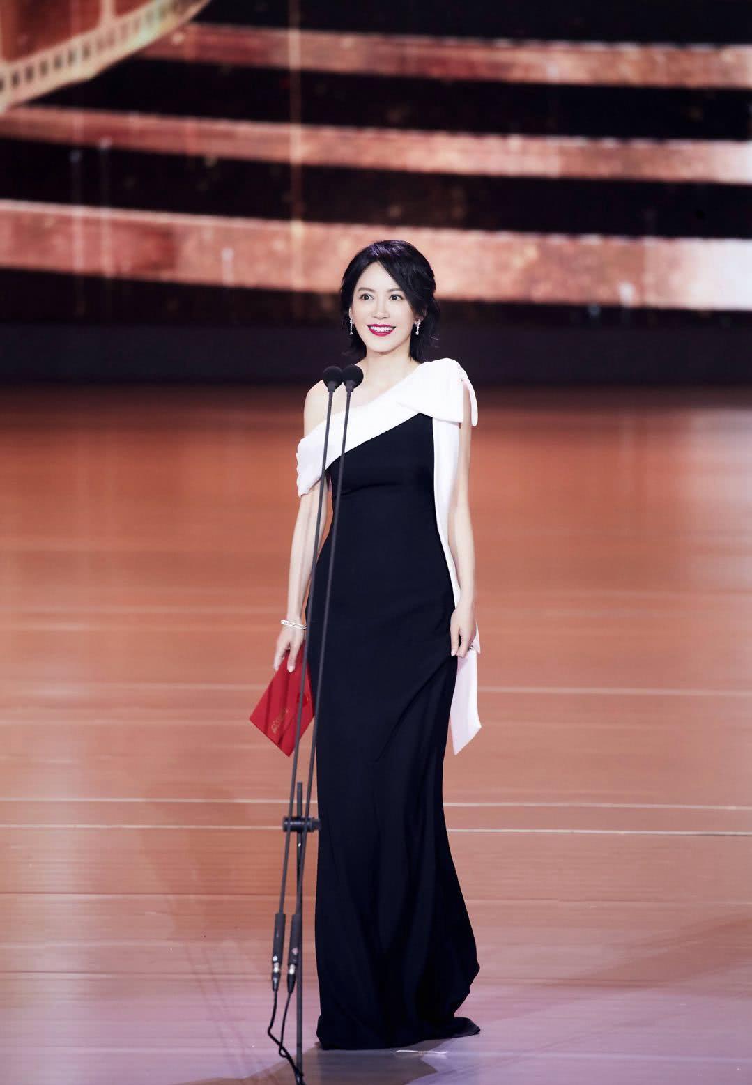 丝绸之路电影节:林心如红色长裙,俞飞鸿黑色长裙,谁更图片