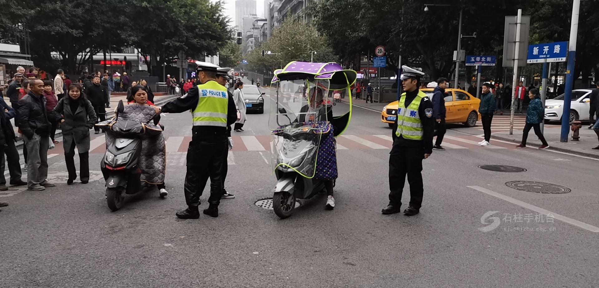 石柱县处罚电动自行车交通违法行为 首日开罚单93张