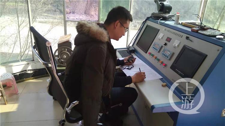 13年里他精准测量河流的数据 却测不准归家的日子 李庆波