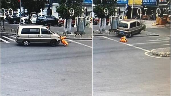 司机逆行撞倒行人撞断路边的树 监控还原惊险一幕!
