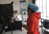 49岁农村大妈直播卖香肠年卖百万 粉丝给她买水杯