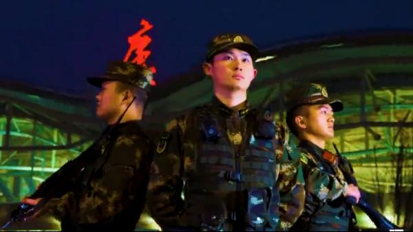 """""""网红重庆""""的武警小哥哥,个个都这么""""撑头"""""""